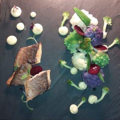 Λαβράκι με λαχανικά και πουρέ από παστινάκη
