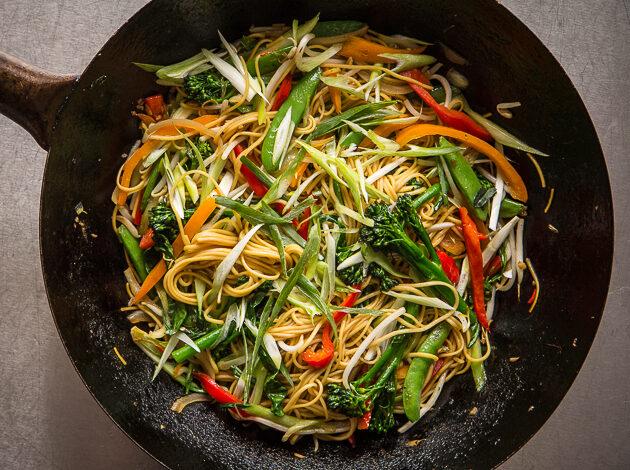 λεπτοκομμένα λαχανικά έτοιμα για stir fry