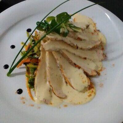 Κοτόπουλο με σάλτσα παρμεζάνας και λαχανικά stir fry