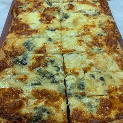 Πίτσα με ροκφόρ και λάδι τρούφας